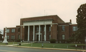Neshoba_County_Mississippi_Courthouse.jpg