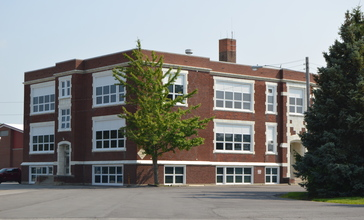Arcadia_High_School_on_Fremont_Street.jpg