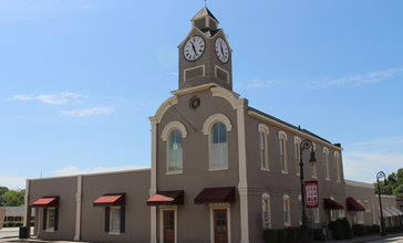 Barnesville_City_Hall__Georgia.jpg