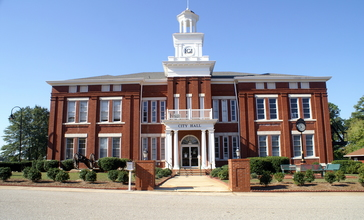 Locust_Grove_Institute_-_City_Hall_-_panoramio.jpg