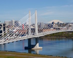 Tilikum_Crossing_with_streetcar_and_MAX_train_in_2016.jpg