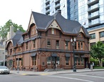 Ladd_Carriage_House_in_2014.jpg