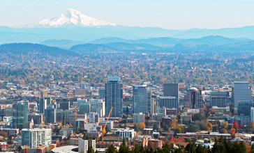 Portland_and_Mt._Hood_from_Pittock_Mansion.jpg