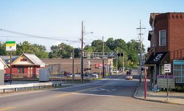 Williamstown_West_Virginia_Highland_Avenue.jpg