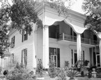 Mrs._Hugh_Foster_House__201_Kennon_Street__Union_Springs__Bullock_County__Alabama_.jpg