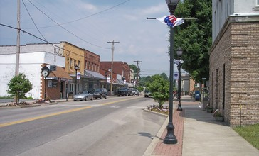 Summersville_West_Virginia_Broad_Street.jpg