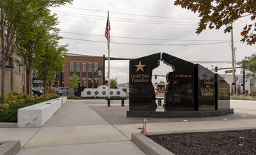Grove_City_-_Gold_Star_Memorial_Monument_1.jpg