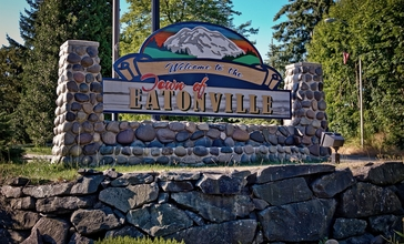 Welcome_sign_in_Eatonville__WA.jpg