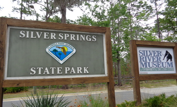 Silver_Springs_State_Park_-_Silver_River_Museum_Entrance_Sign.jpg