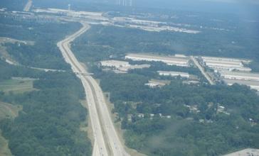 I-275_WB_near_Cincinnati-Northern_Kentucky_International_Airport_from_airplane.jpg