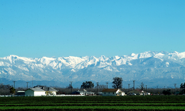 Tulare_View_Sierra_Nevadas.jpg