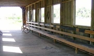 Interior_of_covered_bridge_in_Scio__Ohio__2006-05-20_.jpg