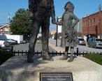 Lexington_NC_police_statue.jpg