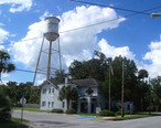Hawthorne_FL_city_hall_and_water_tower01.jpg