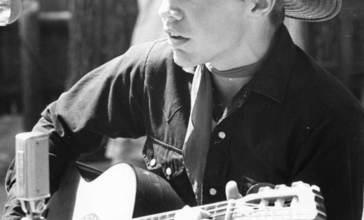 Danny_Coflin_of_Odessa_singing_at_the_1970_Florida_Folk_Festival-_White_Springs__Florida__3340906423_.jpg