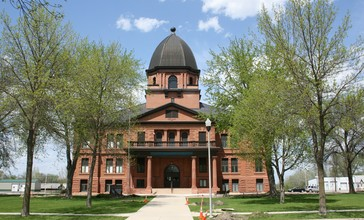 Renville_County_Courthouse_MN.jpg