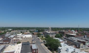 Downtown_Newton_Iowa.jpg