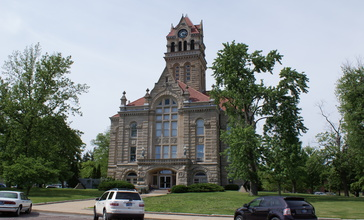 Starke_County_Courthouse.jpg