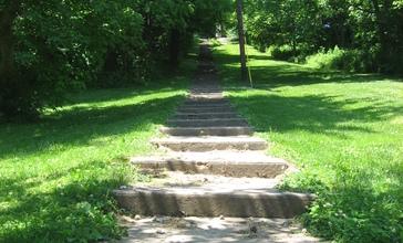 Hillsdale_Steps_from_base.jpg