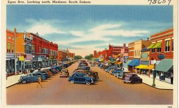 Egan_Ave._looking_north__Madison__South_Dakota__75659_.jpg