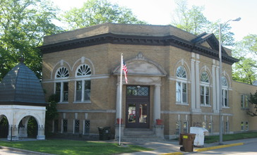 Monticello_Carnegie_Library.jpg