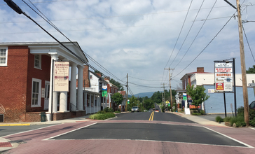 2016-06-27_10_48_56_View_west_along_U.S._Route_33_Business__Old_Spotswood_Trail__at_Ford_Avenue_in_Stanardsville__Greene_County__Virginia.jpg