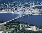 Great_River_Bridge_Burlington_Iowa_1997.jpg