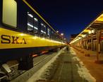 Alaska_Railroad_train_arrives_at_Fairbanks_station.jpg