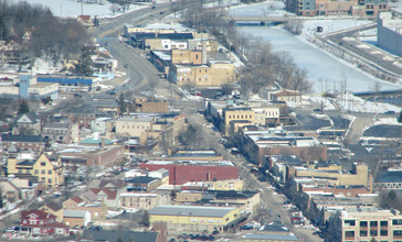 Aerial_view_of_downtown_West_Bend_Wisconsin.jpg