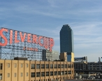 Silvercup_Studios_and_Citicorp_Building_from_Queensboro_Bridge.jpg