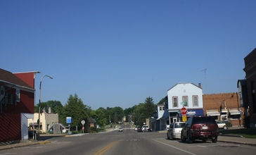 Amherst_Wisconsin_Downtown_Looking_east.jpg
