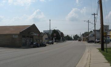 Main_Street__looking_west___Pittsboro_Indiana__2009_.jpg