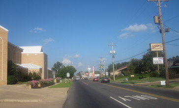 Another_glimpse_of_downtown_Magnolia_IMG_2322.JPG