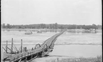 The_longest_pontoon_bridge_in_the_world__spanning_Russellville_and_Dardanelle__Arkansas._-_NARA_-_516537.jpg