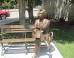 Mark_Twain_statue__Garden_City__KS_IMG_5875.JPG