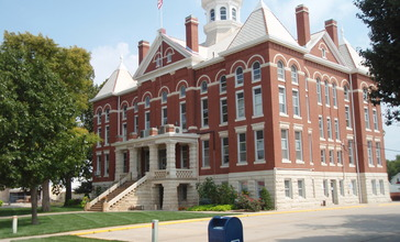 Kingman_county_kansas_courthouse_2009.jpg