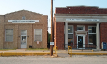 Post_office_city_hall_library_garfield_kansas_2009.jpg