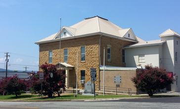 Searcy_County_Courthouse_001.jpg