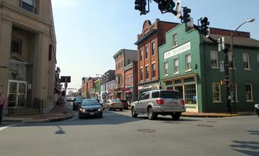 Center_of_Leesburg__Virginia_2012.jpg