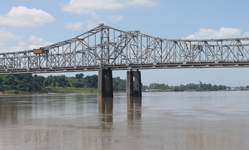 Mississippi_River_bridge_at_Vidalia__LA_IMG_6916.JPG