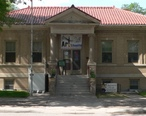 Goodland__Kansas_Carnegie_library_from_S_1.JPG