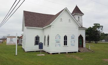 Trinity_Chapel_A.M.E._Church_full_shot.jpg