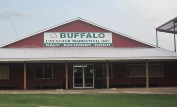 Buffalo__TX__Auction_Barn_IMG_2296.JPG