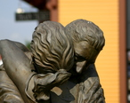 Grapevine_Statue_by_Raymond_Lafourchette.jpg