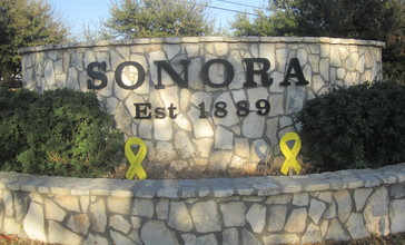 Sonora__TX__welcome_sign_IMG_1381.JPG