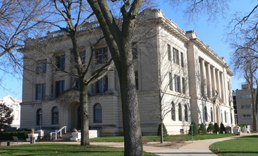 Tazewell_County__Illinois_courthouse_from_W_1.jpg