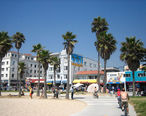 Beach_bikepath_in_the_Venice_Beach_park__California.jpg