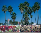 Graffiti_at_Venice_Beach__Los_Angeles__California_02.jpg
