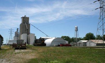 Cisco_Illinois_Grain_elevator_and_Water_Tower.jpg