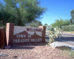 Welcome_sign_in_Paradise_Valley_Arizona_5-30-2005.jpg